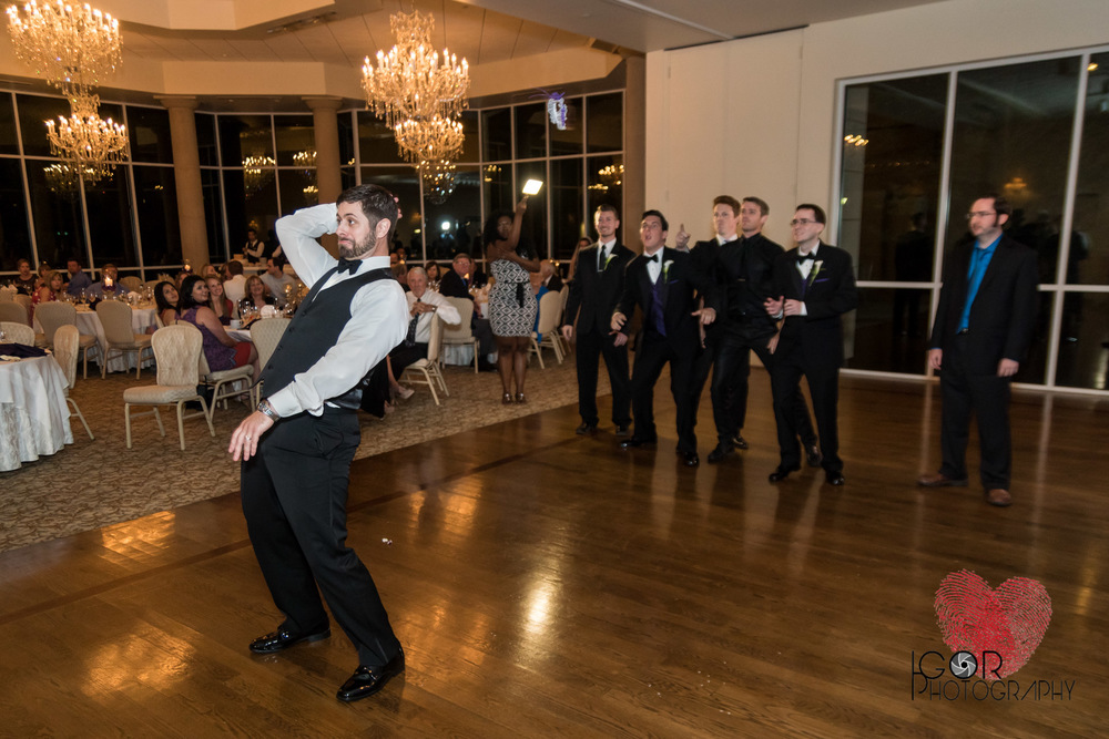 Wedding Gartner toss