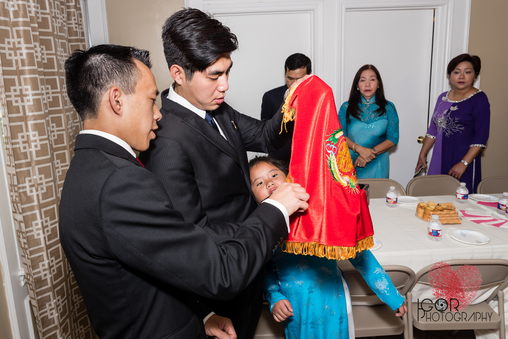 Tommy-linh-engagement-ceremony-5.jpg