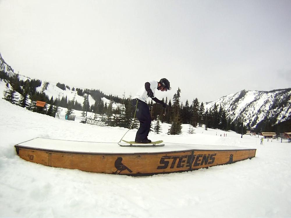 Squampton Snowskates' Jesse Davidson with the mono-ski 50-50 on the kink box