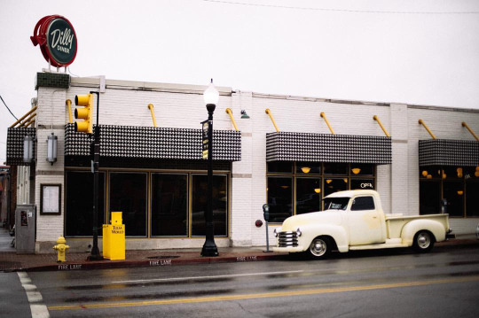 Dilly Diner Exterior.jpg