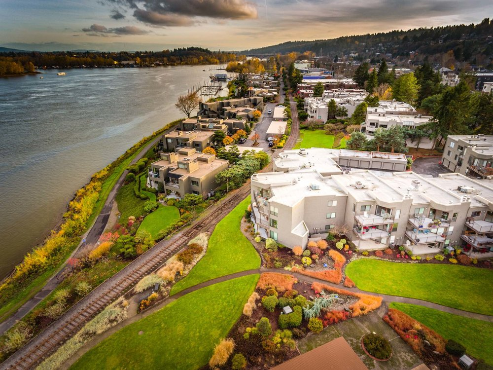 Aerial view of Bankside condos to the left, Willamette Shores condos to the right.