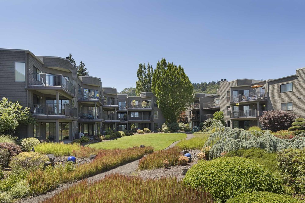 Willamette Shores Commons: a lush garden and patio.