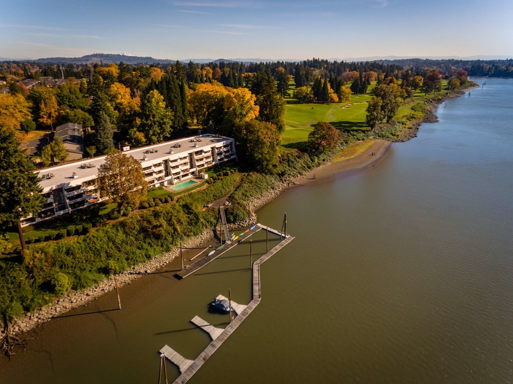 Aerial photo of Quayside condos and Waverly Golf Club along the Willamette river in Sellwood-Moreland