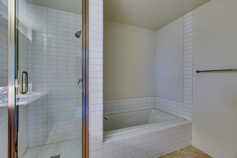 3570 SW River Pkwy No 403 (16 of 27).jpg