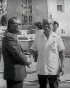(Der.) Ishikawa en el documental  Japoneses  (Idelfonso Ramos, Cuba, 1981)