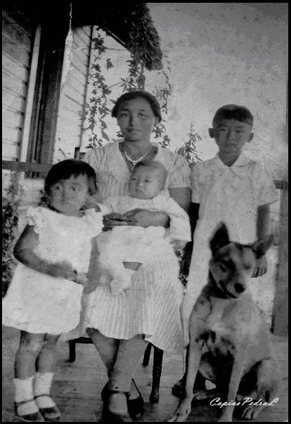 Mieko y sus hijos.JPG