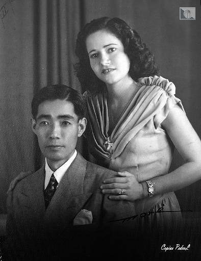 Hisao Iwasaki y su esposa.