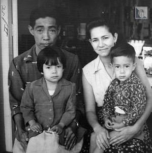 Hisao Iwasaki y familia