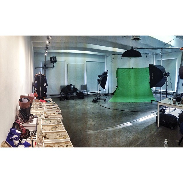 all set up // assisting @pants613 for @lizgillz thanks @spao_613 for the space #studio #ottawa #earlybird #production