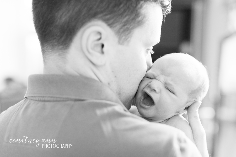 fairfield_county_newborn_family_session_dad