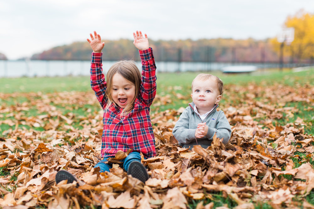 greenwich-connecticut-family-lifestyle-photographer-by-the-lake-FALL-siblings