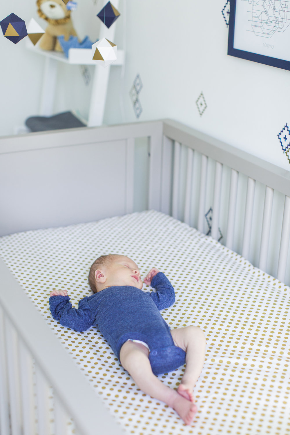courtneyannphotography_lifestyle_newborn_at_home_session_fairfield_county_stamford_Connecticut_nursery