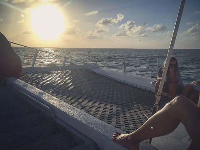 Go swim with some sting rays, then sail around and watch the sun set? Why wouldn't ya?! Great times in Cayman! . . #grandcayman #sailing #travelstoke