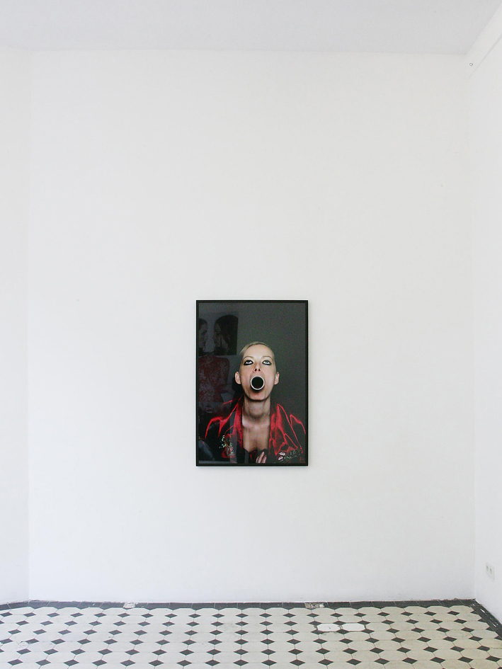 "Installation view, ""referenz #4"", self portrait, lambda print, 90 cm x 120 cm, framed, Teapot gallery, Cologne Germany 2010."
