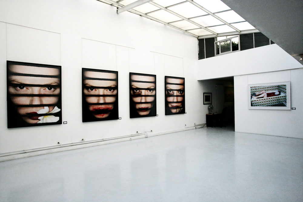 Installation view, stageback, acte 2 galerie, Paris France, 2006.