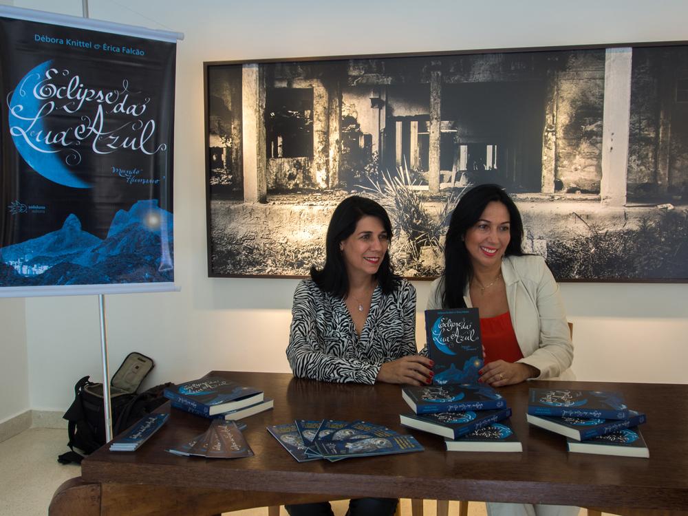 Érica Falcão eDébora Knittel em pré-lançamento na Primavera dos Livros, em São Paulo / Foto Kin Guerra
