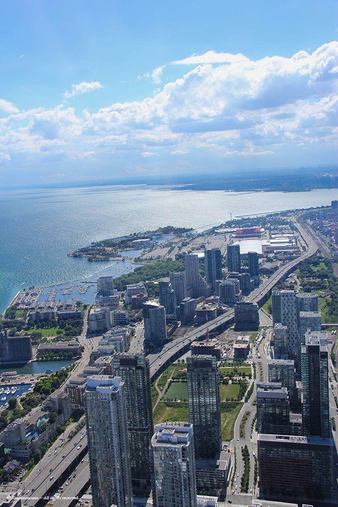 Toronto es una ciudad cosmopolita...bellísima! Que vive al ritmo de Norteamérica.