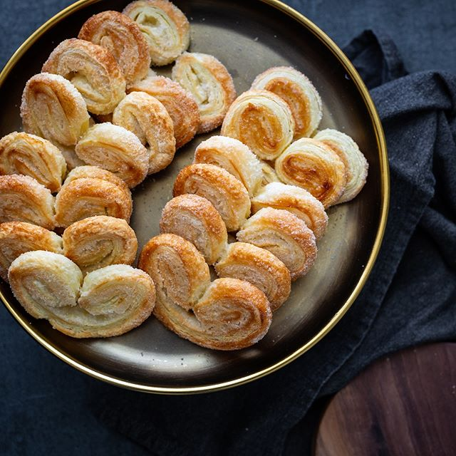 This chilly day calls for a warm drink and some palmiers, a simple but elegant French pastry made up of puff pastry and sugar. . . . #baking #feedfeed #food52grams #foodphotography #foodstyling #dessert #frenchpastries #pastry #delicious #kculp #frenchfood