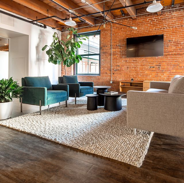 This gorgeous office was designed and furnished by @smartfurniture for @southtree. Two cool companies, both based in Chattanooga. . . . . . #architecturephotography #chattanooga #innovationdistrict #architecture #interiordesign #smartfurniture #kculp #interiors #workplace #office #officedesign #modern #midcenturymodern #eames