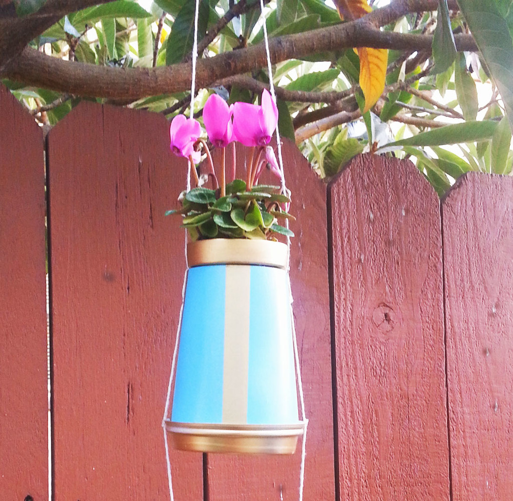 Hanging coffee cup planter via www.acharmingproject.com