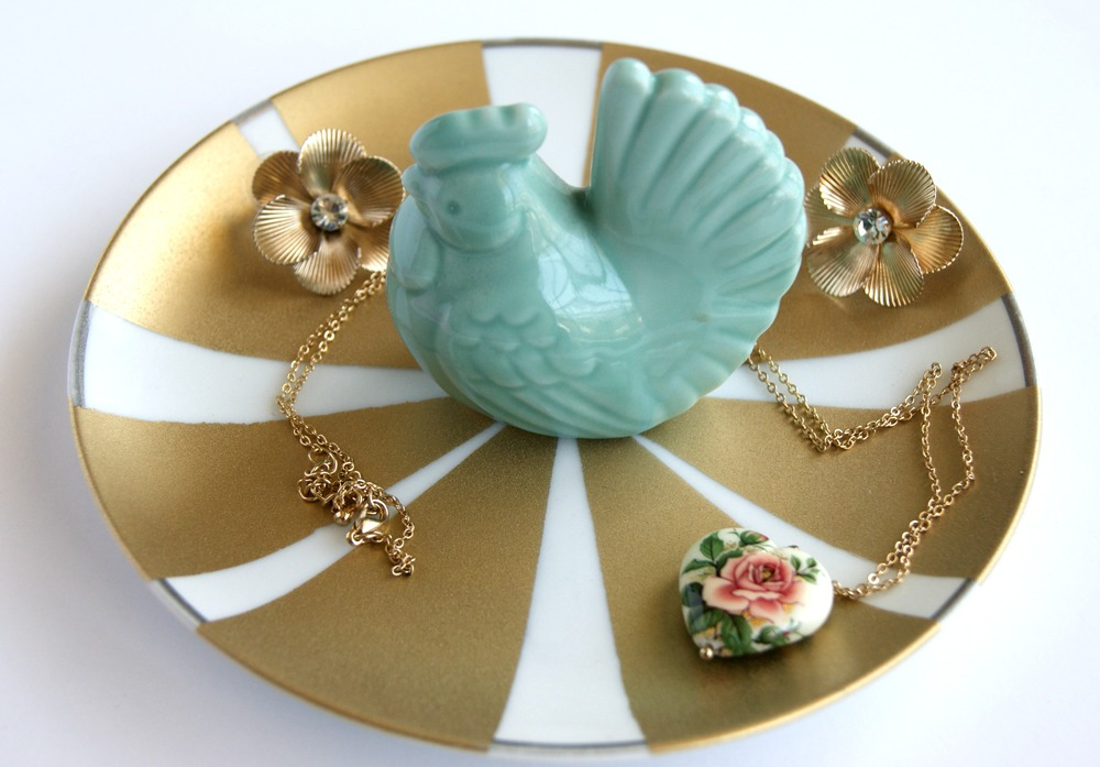 3 ways to make a chic jewelry dish for your shiny treasures via www.acharmingproject.com