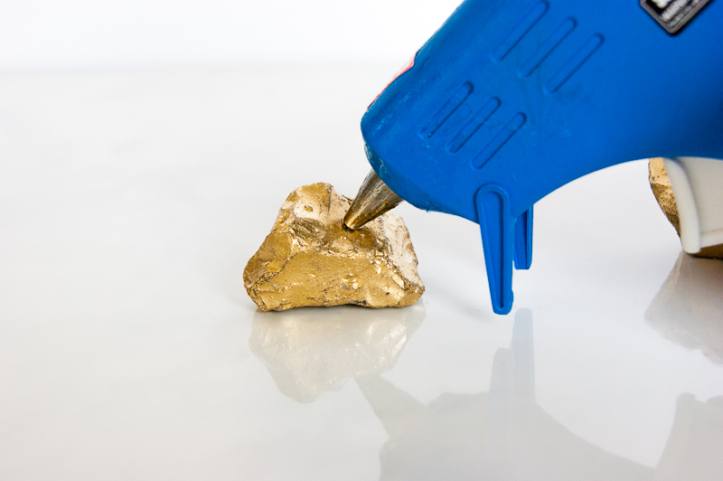 Golden Nugget Photo Holder via www.acharmingproject.com