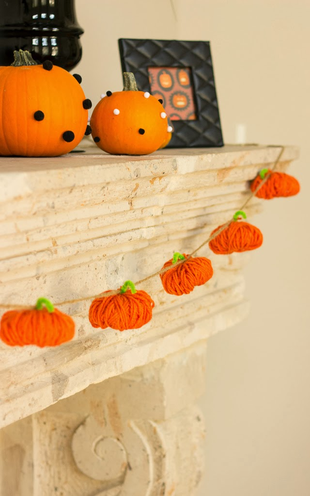 This sweet Pumpkin Garland from  Design Improvised  is the perfect craft for your left over yarn!