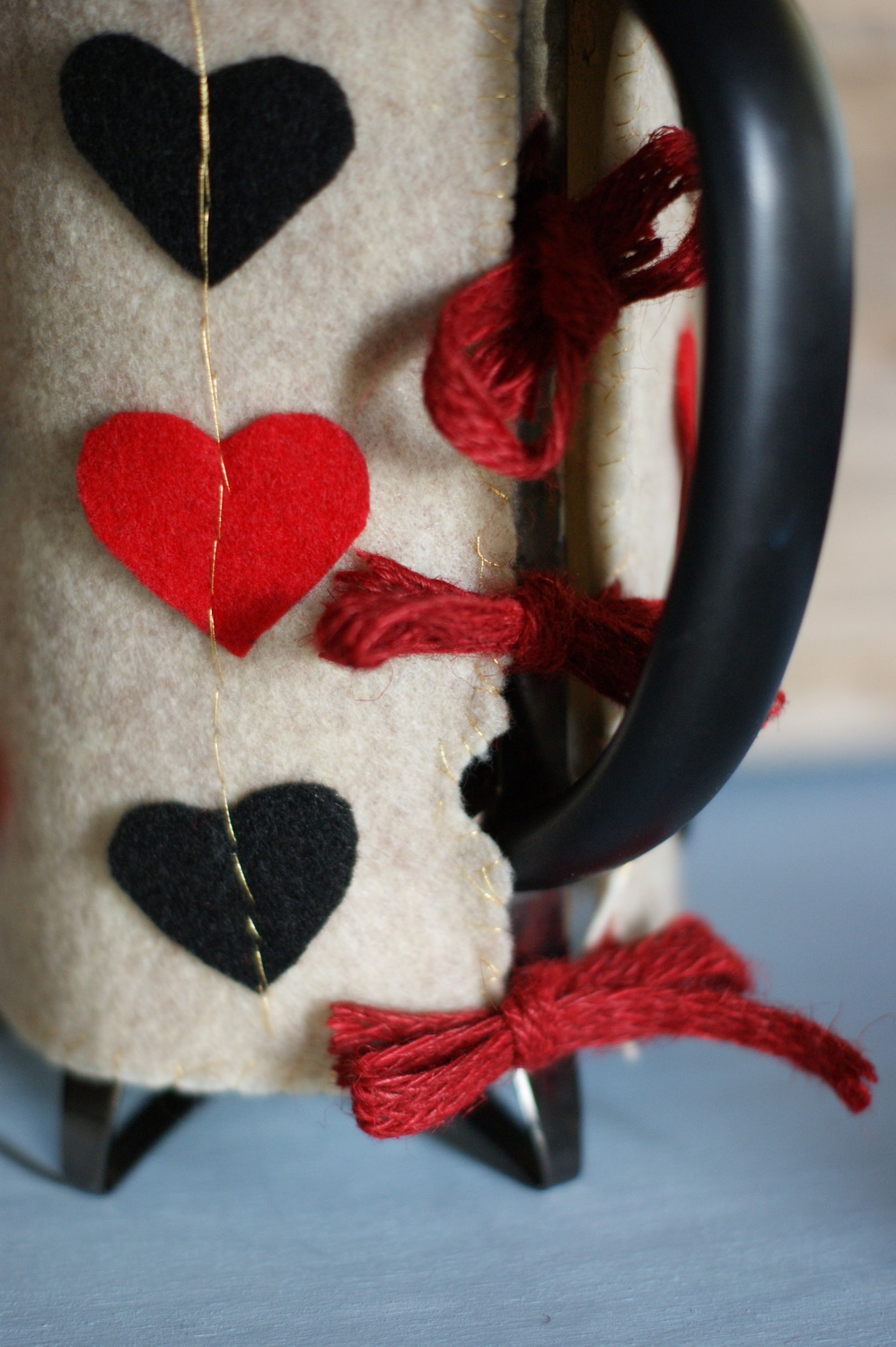 DIY Queen of Hearts coffee press cozy