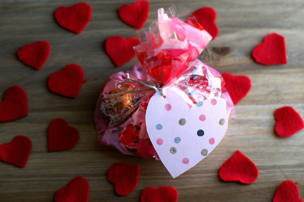 Crazy Easy Last Second DIY Valentine's Day Tag and Treat bag with a DIY  heart tag