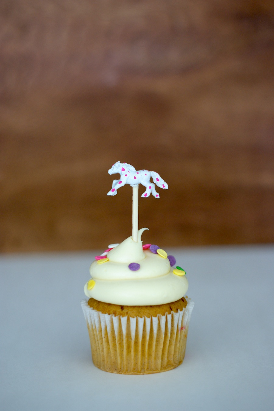 How to make a DIY Kentucky Derby themed Cupcake Topper
