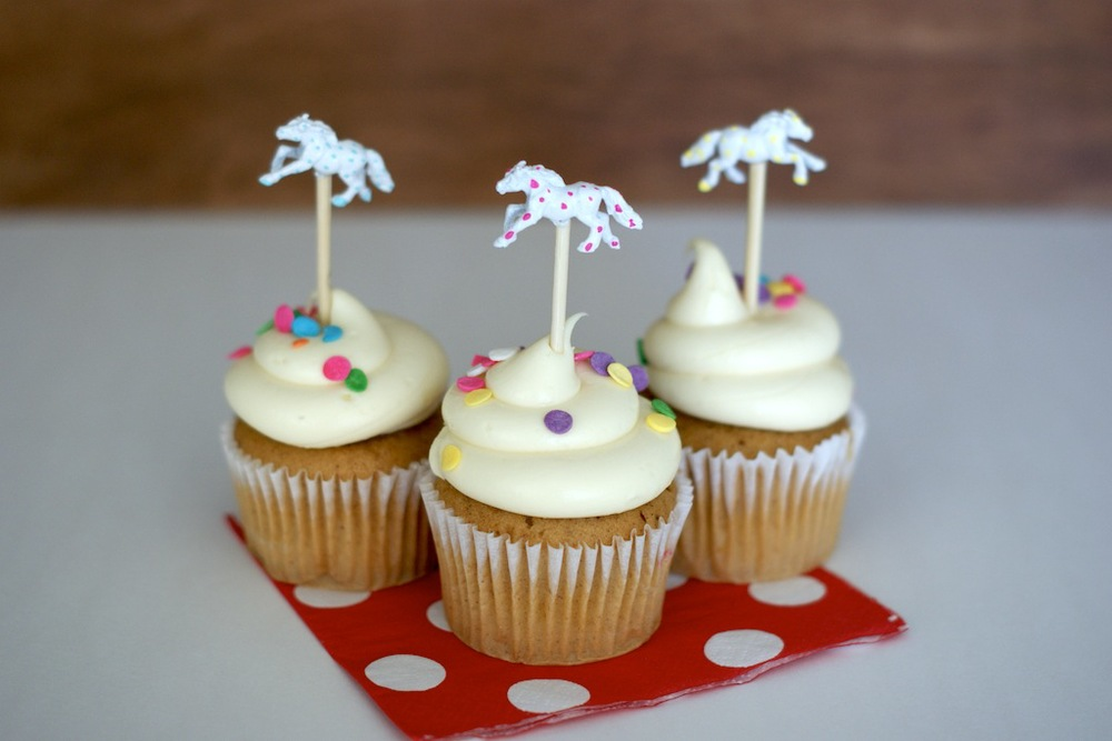 How to make a colorful Kentucky Derby themed cupcake topper