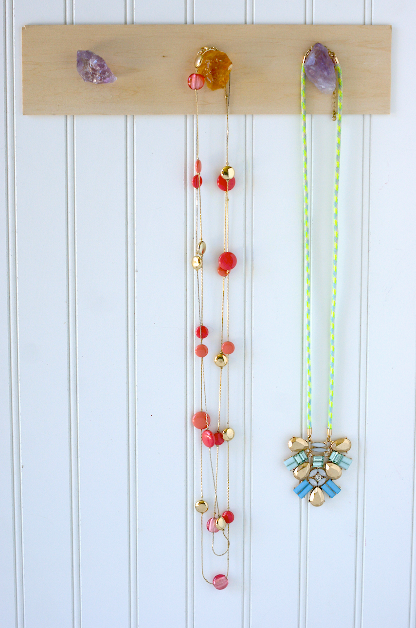 Make your own DIY Rock Mineral Necklace Holder in minutes!