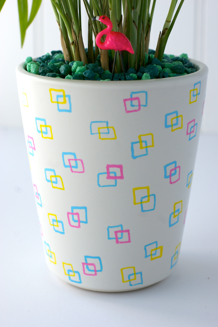 Crafting with markers - DIY retro planter
