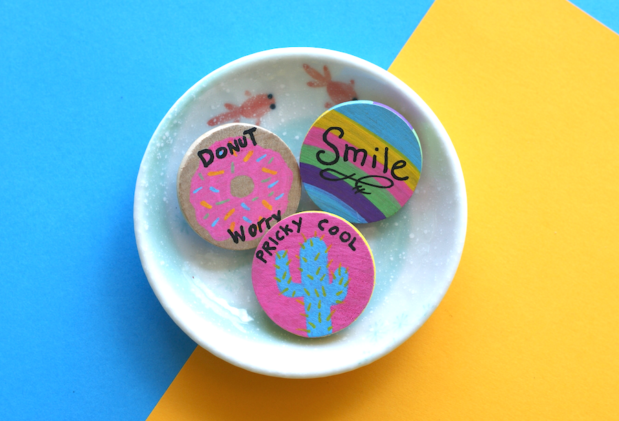 DIY - colorful kitchy wood brooches