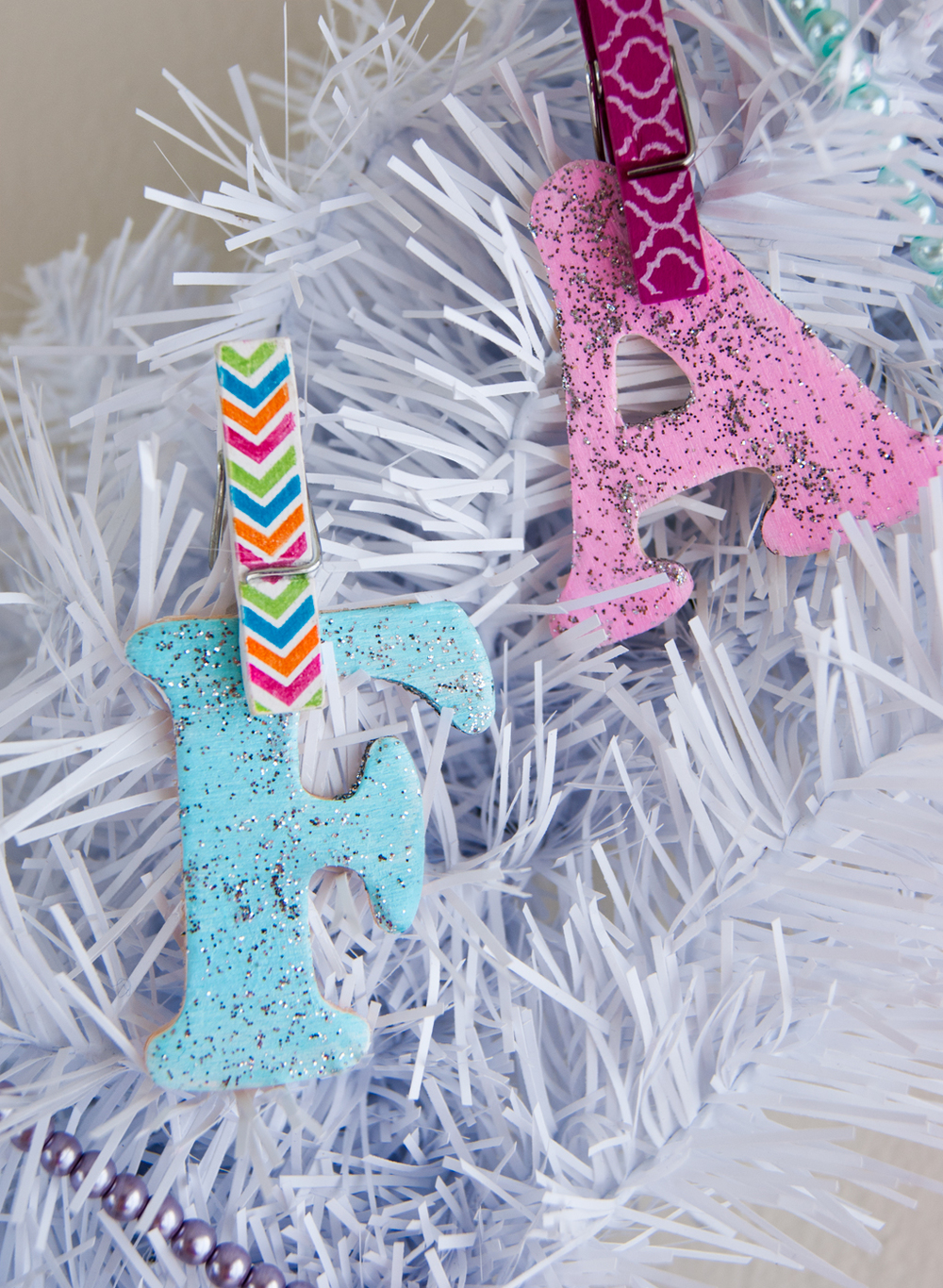 How to paint wood letters for a Holiday Fa La La Llama Wreath