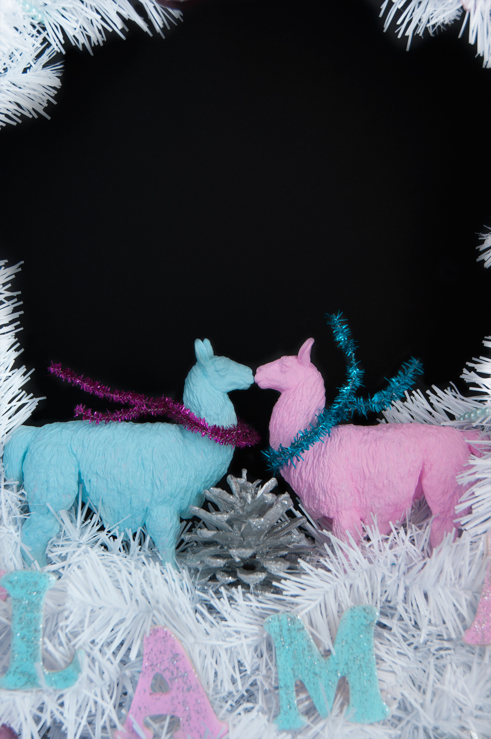 Deck the Halls with cheerful llamas! Retro Holiday Wreath with a twist - FA LA LLAMA