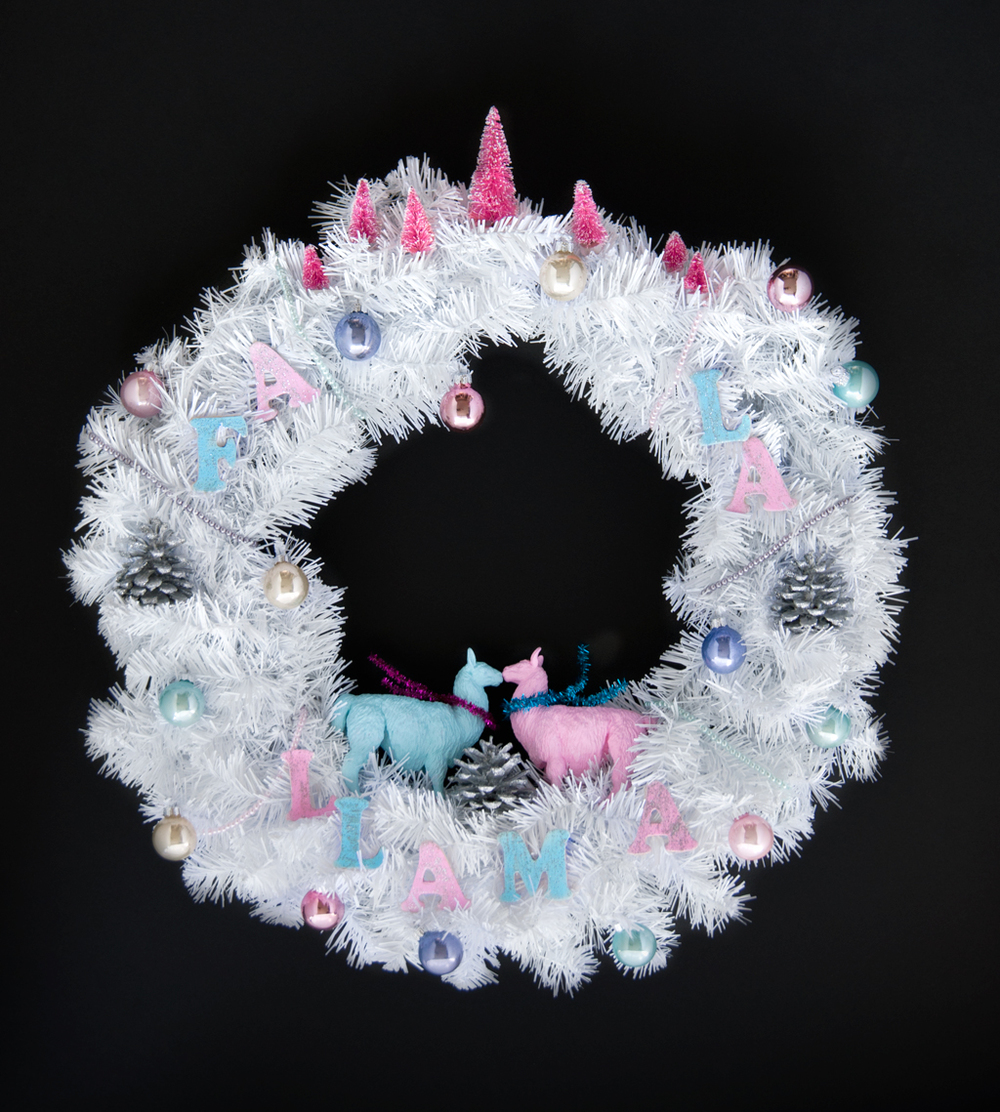 Deck the Halls with cheerful llamas! DIY Retro Holiday Fa La La Llama Wreath