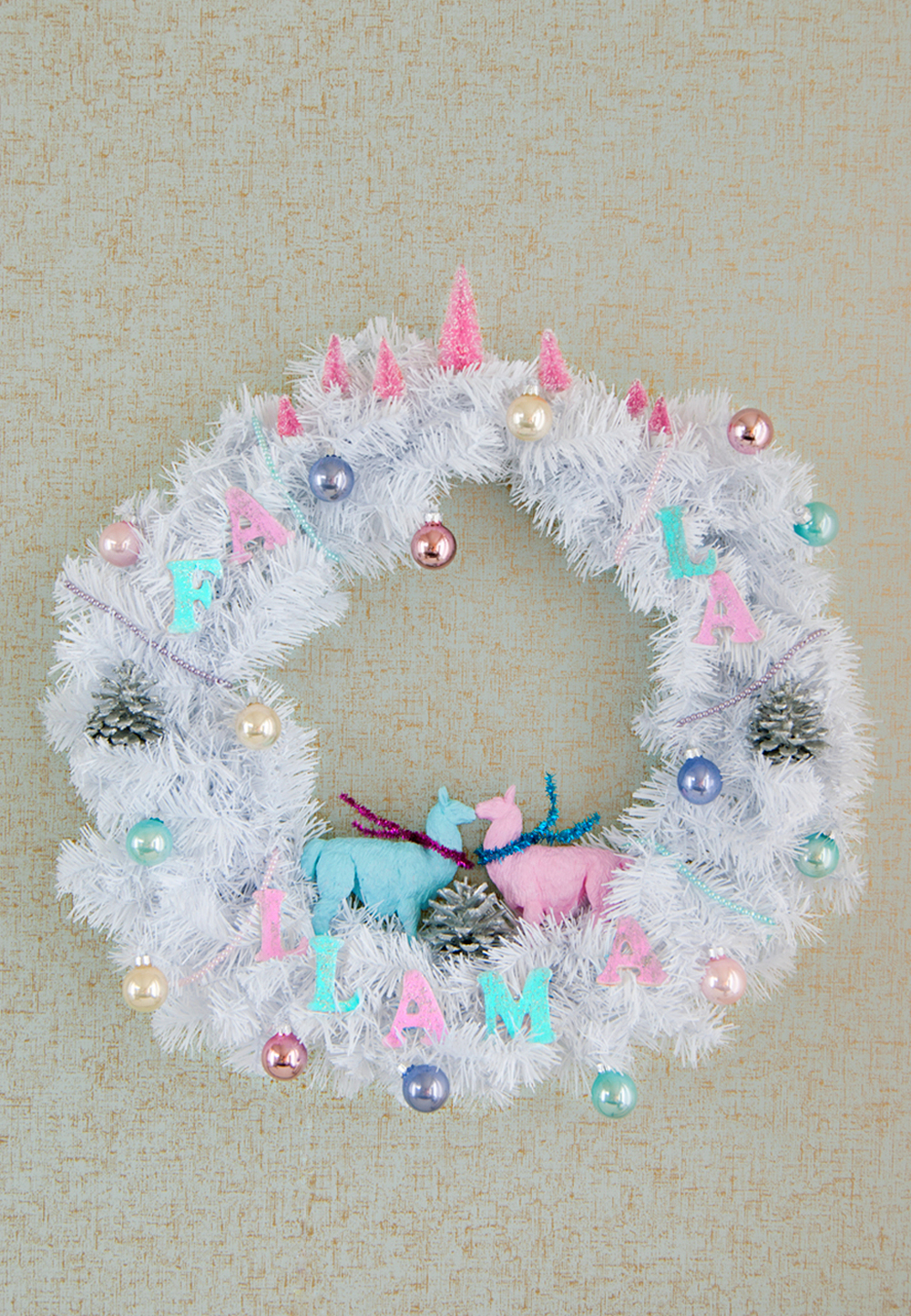 Deck the Halls with retro llamas! DIY Fa La Llama Wreath!
