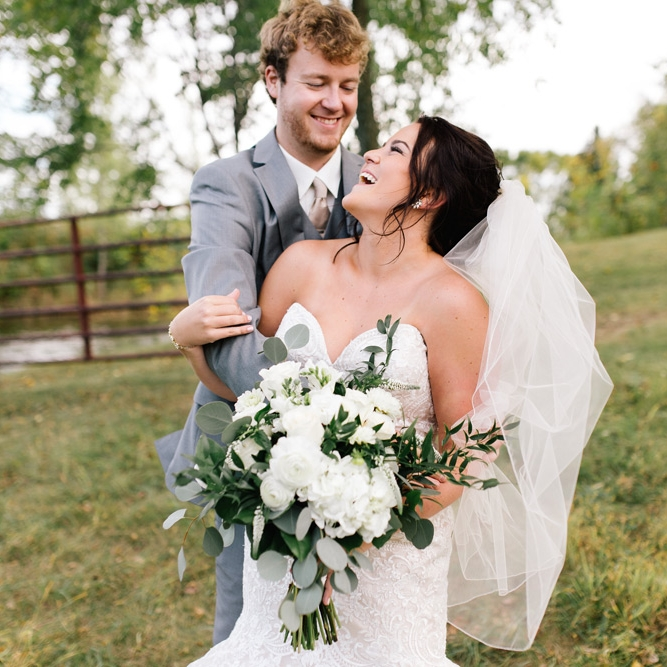 STEPH + JARED // MINNESOTA BARN WEDDING