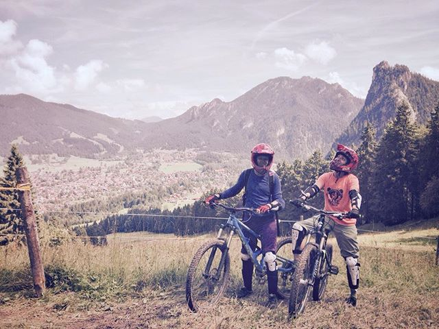 Thanks @melaniehoeld_photography  for a great few days. One wedding and two shoots later we found ourselves at #Oberammergau's newest bike park about 30 mins from #garmischpartenkirchen. Cruising for a bruising down some muddy muddy trails. Nice to break from all the photography !  #downhillbiking #focusbikes #thethingaboutlife #addictedtodownhill #lifehappensoutdoors #mountains #germany