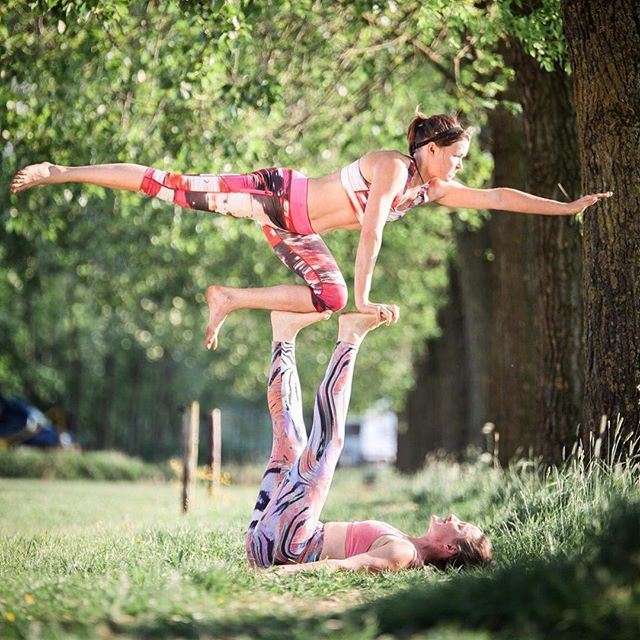 "TBT- Thanks @ishine_gape for this great photo of my ""trying hard face"". We managed to get some good lines in this pose @ the Dutch pre convention in May. It was the ""Pointer"" from the #yogaslackers workshop. Their acro tool box is great as it crosses borders between slacking and acro; two things I love! Thanks @melaniehoeld_photography for the stable #ladybasing ! #thethingaboutlife #acroyoga #yogaslackers #acroyogachicks #balance #authenticmotion"