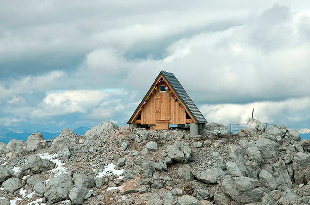 its-not-easy-to-build-a-cabin-in-the-alps-1-thumb-660x437-2733.jpg