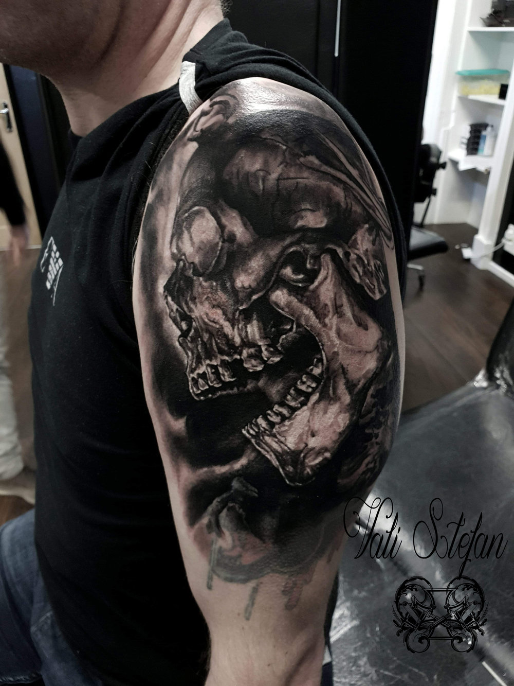 Vali skull upper arm.jpg