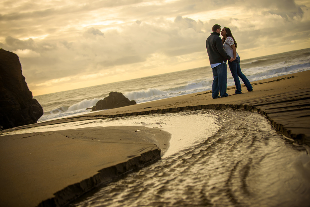 6939_d800_Megan_and_Dan_Panther_Beach_Engagement_Photography.jpg