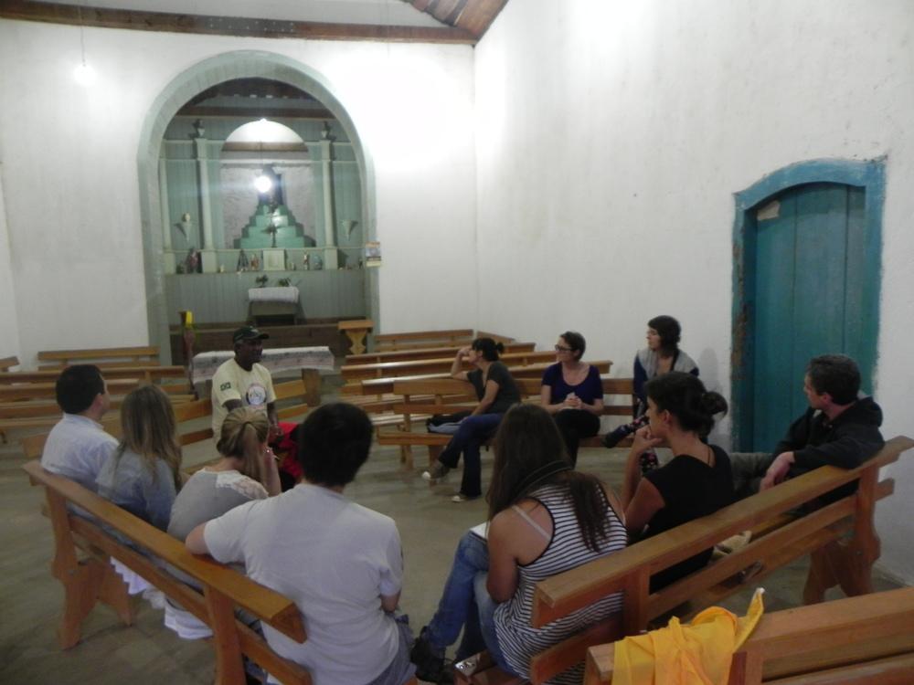 Ditão speaks in local church.