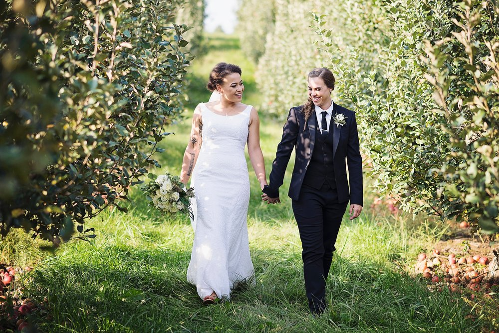 Iowa City wedding at Wilsons Orchard