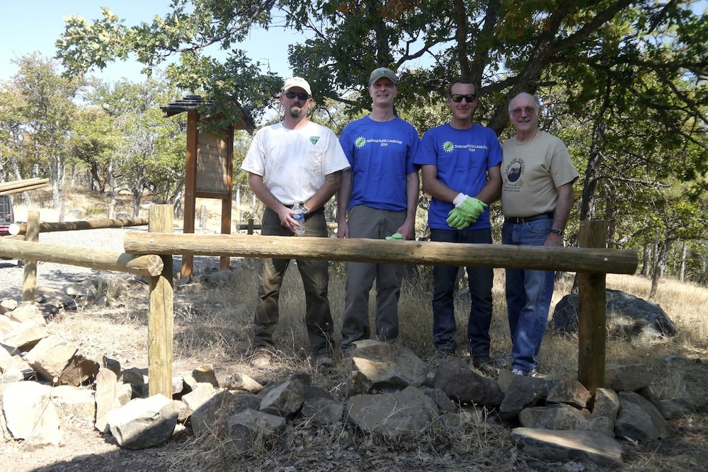 BLM Recreation Planner Zach Million (far left) leads effort to reconstruct rail fence in the Cascade-Siskiyou National Monument for National Public Lands Day.