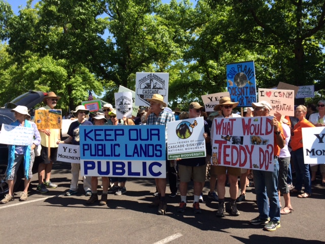 Monument supporters rally in BLM Medford parking lot during Zinke meeting to review Cascade-Siskiyou National Monument. WWC photo