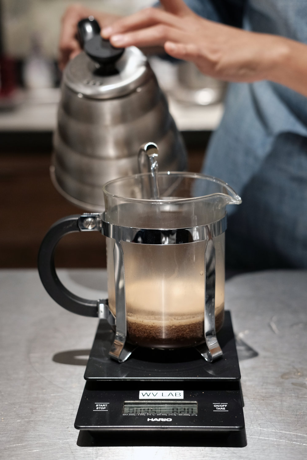French Press, measuring water by the gram.
