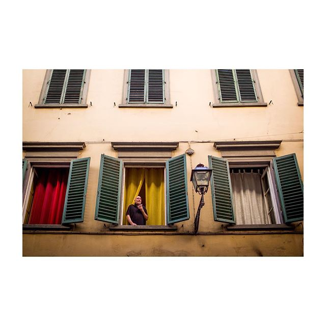 returned to Firenze, for a golly good damn reason. #35mm #street #challengerstreets #creamylight #speakerphone #color #line #creepin #stoopin #steepin